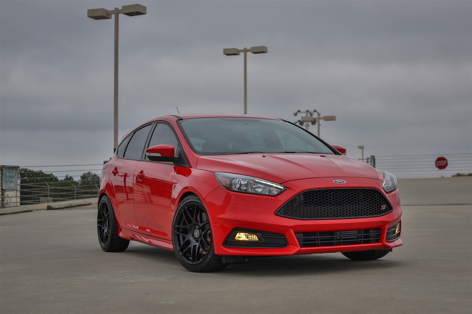 here home new new 2016 ford focus new 2016 ford focus st fwd hatchback. Black Bedroom Furniture Sets. Home Design Ideas